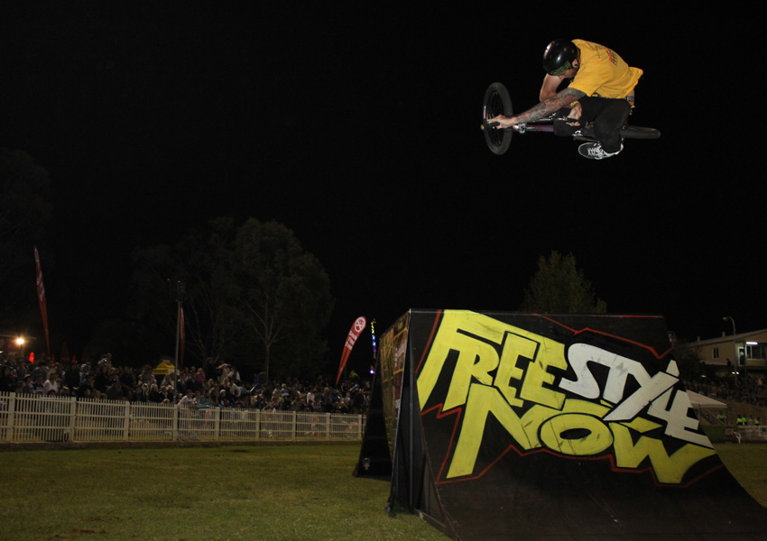Andy Fortini bmx Table top at perth Royal show 2012