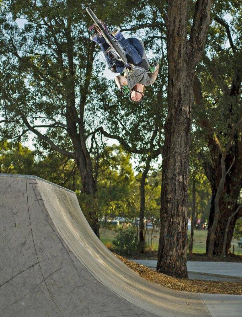 Dylan Schmidt - flar - photo by Andras Pentek