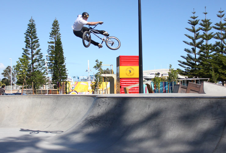 Kie Ashworth lookback the hip at Fremantle Skatepark August 2014
