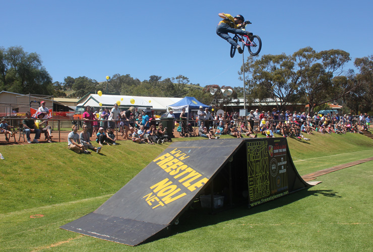 Freestyle Now bmx stunt show - Toodyay Agricultural show 2014 - David Pinelli 360 lookback