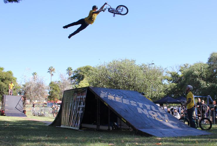 Freestyle Now bmx stunt show - Dylan Schmidt - John Hughes slopestyle