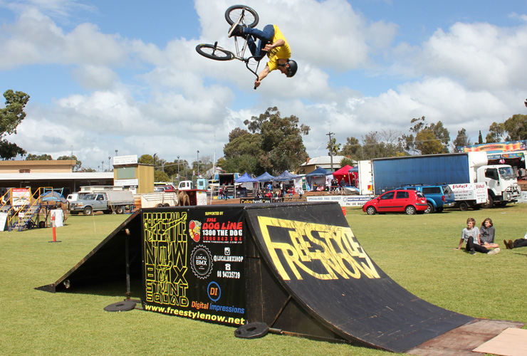 Freestyle Now bmx stunt show - Northam Agricultural show 2015 - David Pinelli dipped 360