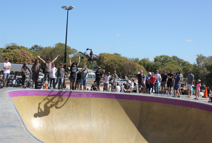 Freestyle Now busselton skatepark competition december 2015 - Ben Gately 1st place in bmx big bowl beginners