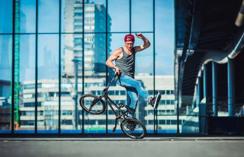 dez-maarsen-spinning-lardyard-photo-bram berkien-bmx-flatland-freestyle-now
