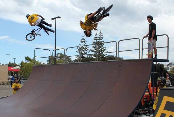 Freestyle Now bmx stunt show - Mandurah Crabfest March 2016 - Dylan Schmidt and Matt Adkins double up on the halfpipe