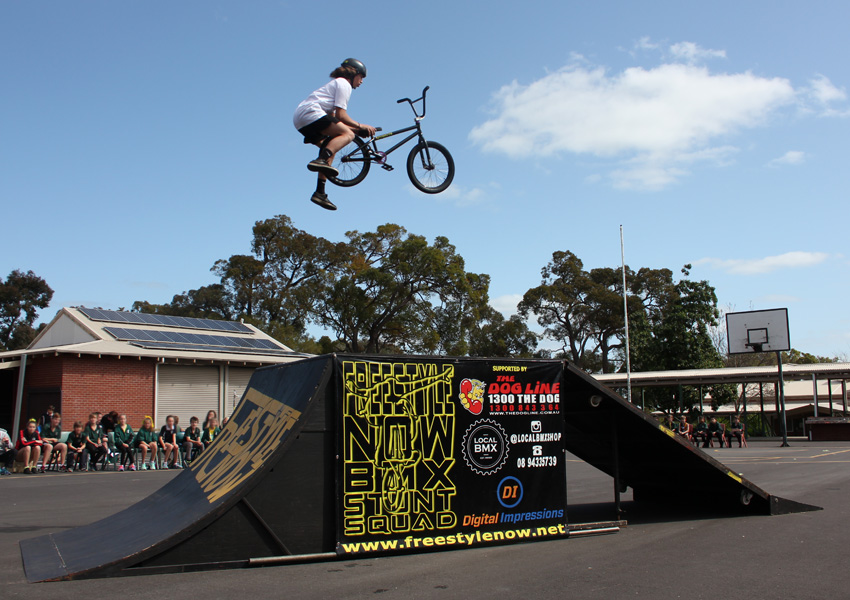 freestyle-now-waroona-high-school-assembly-bmx-stunt-show-matt-adkins-cannonball