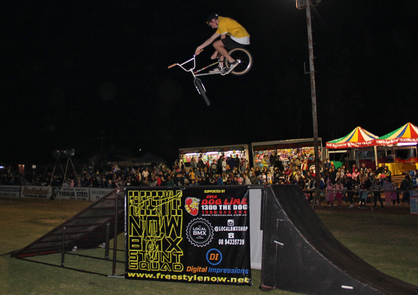 freestyle-now-bmx-stunt-show-northam-show-2016-brady-thomas-dipping-the-toboggan