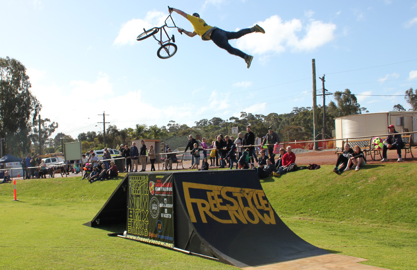 freestyle-now-bmx-stunt-show-toodyay-show-2016-dylan-schmidt-super-whip