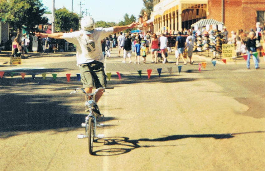 jason-parker-framestand-toodyay-show-may-2000-freestyle-now-bmx-stunt-show
